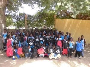 Bambini della scuola elementare che hanno beneficiato della scolarizzazione